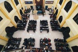 Gereja di Ambon dipadati umat Kristen ikuti ibadah persiapan Natal