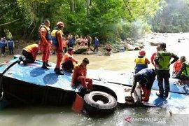 Korban 41 orang, evakuasi korban Bus Sriwijaya dihentikan sementara
