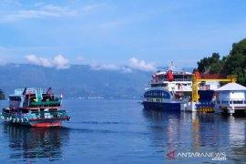PT ASDP tambah jadwal penyeberangan Danau Toba