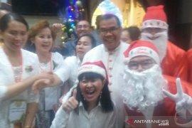 Uskup Agung Medan memimpin  Misa malam Natal di Gereja Katedral