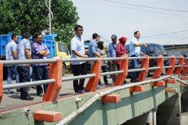 Risma tinjau rumah pompa Petekan dan Taman Harmoni Surabaya