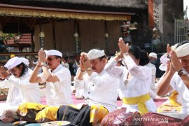 "Wagub-Sekda Bali ikuti persembahyangan ritual ""Bhumi Sudha"""