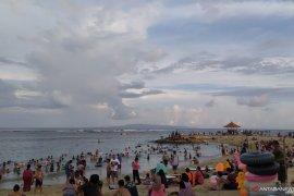 Kilas Balik 2019 - Jelang Tahun Baru, polisi di Bali tingkatkan pengamanan di area pantai