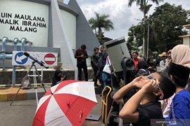 Mahasiswa UIN Malang antusias saksikan gerhana matahari cincin