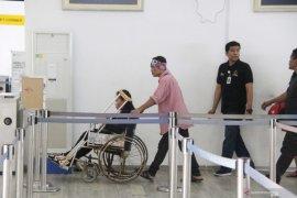 Pekerja migran lumpuh dideportasi dari Malaysia Page 1 Small