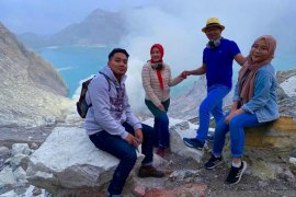 Ridwan Kamil bersama keluarga terpesona keindahan api biru Kawah Ijen Banyuwangi