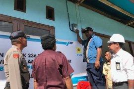 Ratusan pelanggan baru di Supiori Barat nikmati listrik sebagai kado Natal