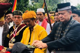 Vice Governor: in Minangkabau ninik mamak is a virtuous person