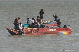 Perahu Papua Star selamatkan 32 ABK KM Remo Wijaya Sakti