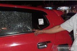 Mobil pewarta Antara dilempari oleh orang  tak dikenal