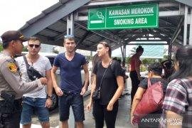 Personel Posyan Bandara Internasional Hanandjoeddin patroli dialogis