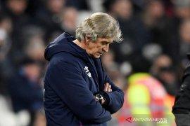 West Ham United pecat Pellegrini sejam usai dibekuk Leicester