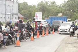Arus lalu lintas jalan R.E. Martadinata makin padat wisatawan Page 1 Small
