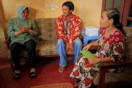 Wali Kota Risma beri santunan korban kebakaran di Kampung Malang