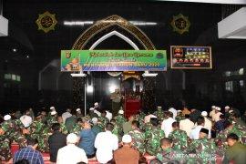 Doa Bersama Warnai Acara Tutup Tahun Ala Korem 091/ASN