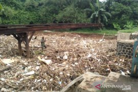 Sungai Cikeas salah satu penyumbang tumpukan sampah bambu di Bendungan Koja Bekasi