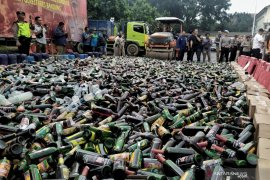 Polrestabes Bandung musnahkan barang bukti belasan ribu botol miras dan narkoba