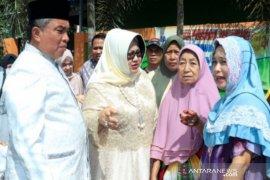 Wali Kota bersama istri mengunjungi korban kebakaran