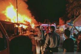 Polisi selidiki penyebab kebakaran 26 kios Pasar Arumbai
