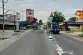 """Polisi Simalungun pasang """"tolo-tolo"""" tertibkan jalur kendaraan"""
