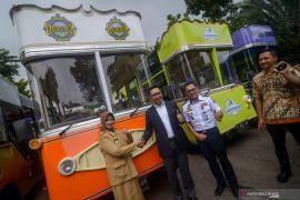 Ridwan Kamil serahkan tambahan 30 bus wisata untuk kabupaten/kota