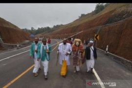Gubernur Koster resmikan proyek jalan pintas Bali utara-selatan