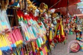 Penjualan terompet di Kota Medan sepi pembeli