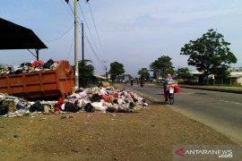 Sampah menumpuk di Karawang akibat keterbatasan armada