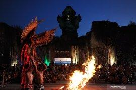 20.000 tembakan kembang api meriahkan pergantian tahun di GWK Bali