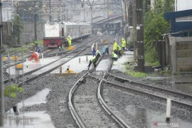 Sejumlah KA terdampak banjir Jakarta terlambat tiba di Surabaya