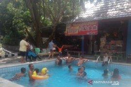 Ribuan pengunjung padati objek wisata Suban Air Panas