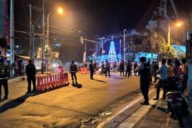 TNI-Polri sekat ruas jalan di Ambon saat perayaan Tahun Baru 2020