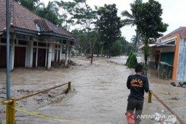 Anak 15 tahun hanyut terseret banjir Sungai Cidurian di Jasinga Bogor