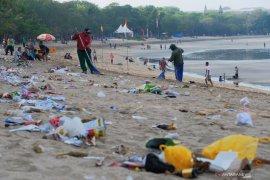 Kebiasaan buang sampah sembarangan menunjukkan masyarakat bernalar rendah