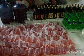 Polres Cianjur sita ratusan botol miras dan seribuan kantong oplosan