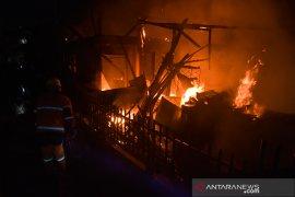 Miris, Kampung Dalam Pekanbaru terbakar pada malam tahun baru