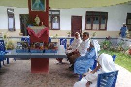 Bupati Malra kunjungi Susteran dan pemukiman warga di Langgur