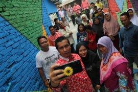 """Wali Kota Pematangsiantar kunjungi """"Gang Tematik"""" di Kelurahan Pardomuan"""