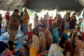 Dinas PPKB dan KAHMI Labura bantu korban banjir bandang