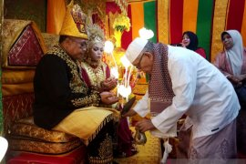 Abuya Amran Waly doakan kebahagiaan Bupati Aceh Barat beserta isteri