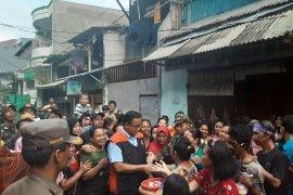 Pejabat DKI Jakarta tonton Anies ceburkan diri di genangan banjir