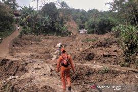 Longsor di Bogor isolir 11 desa dan tiga orang hilang tertimbun