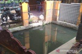 Nahas, balita tewas tercebur ke dalam kolam di Sukabumi
