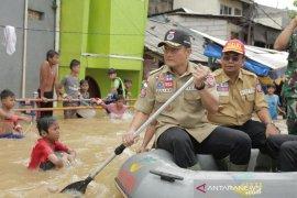 Mensos Juliari P. Batubara pastikan semua korban banjir ditangani dengan baik
