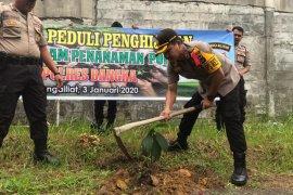 Kepolisian resos Bangka tanam 2.500 bibit pohon