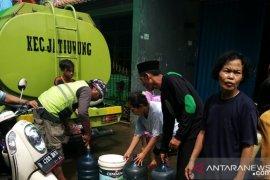 Pemkot Tangerang sudah salurkan air bersih ke puluhan titik bantu korban banjir