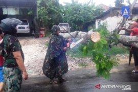 Pemprov Jatim buka posko layanan informasi dan aduan bencana