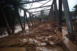 Banjir bandang akibatkan 28 jembatan rusak di Lebak