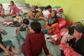 Warga pengungsian bencana banjir di Lebak kesulitan air bersih