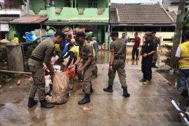 221 titik banjir surut, Satpol PP tetap disiagakan di pemukiman jaga keamanan